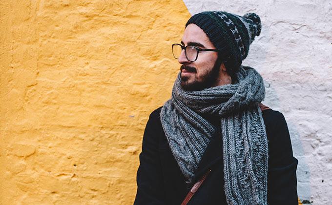 Wie trägt man als Mann ein Halstuch? Wie bindet man Schals
