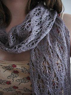 Bild 2: Leicht und luftig - locker gehäkelte Schals sind ideal für das sonnige Frühjahr